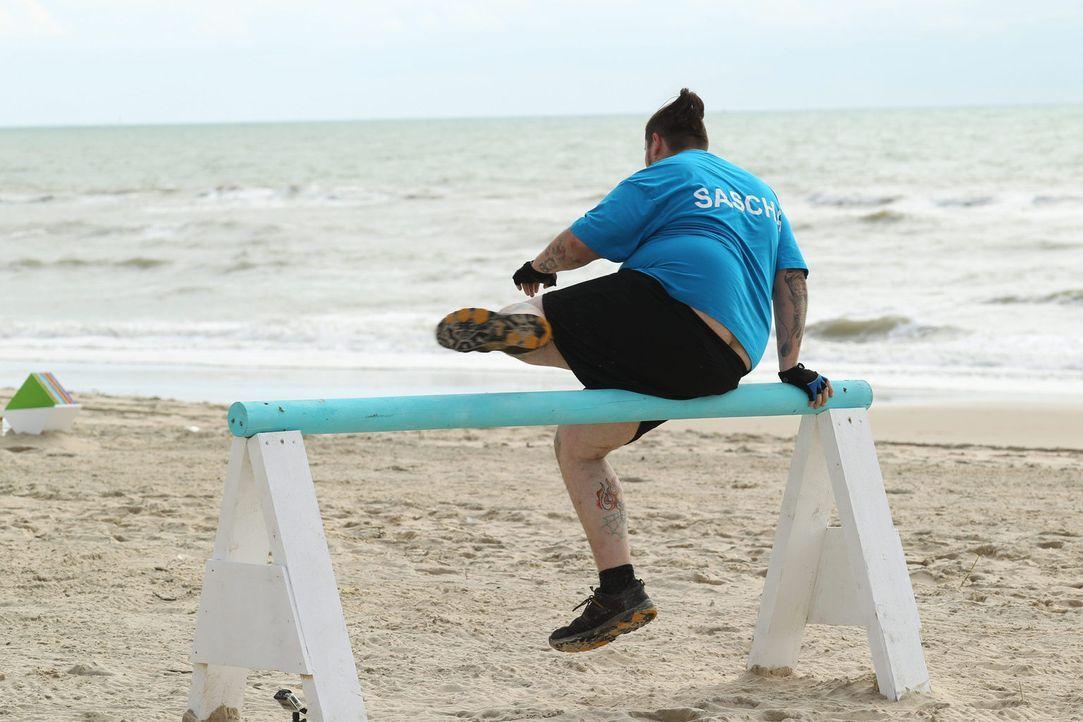 Kann Sascha für sein Team einige Bonus-Kilos beim Hindernislauf ergattern? - Bildquelle: Enrique Cano SAT.1