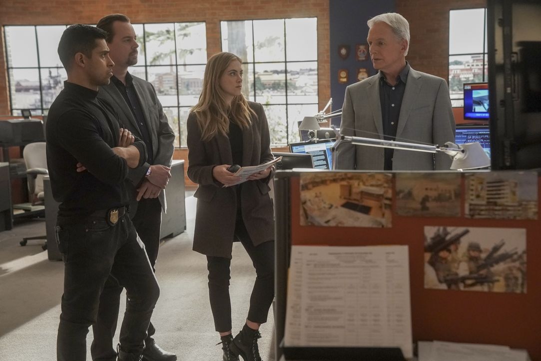 (v.l.n.r.) Nick Torres (Wilmer Valderrama); Timothy McGee (Sean Murray); Ellie Bishop (Emily Wickersham); Leroy Jethro Gibbs (Mark Harmon) - Bildquelle: Sonja Flemming 2019 CBS Broadcasting, Inc. All Rights Reserved / Sonja Flemming