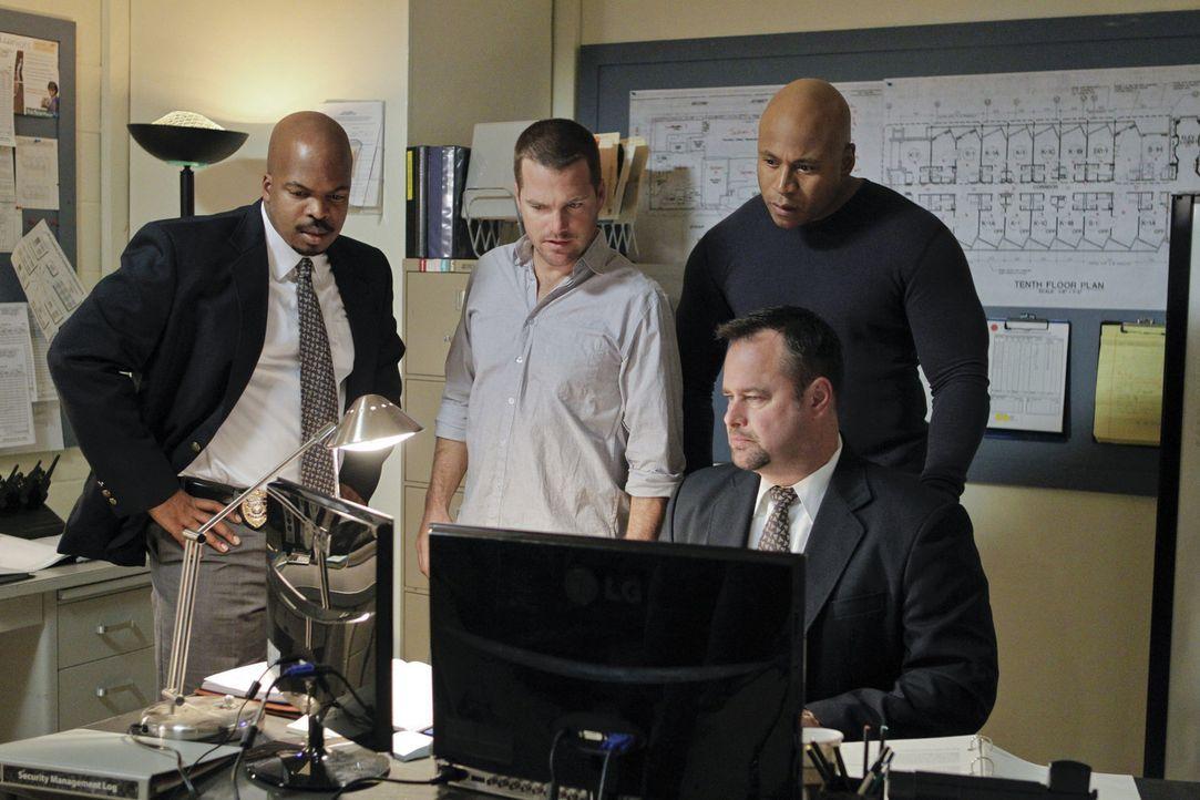 Callen (Chris O'Donnell, 2.v.l.) und Sam (LL Cool J, r. hinten) versuchen eine neuen Fall aufzudecken ... - Bildquelle: CBS Studios Inc. All Rights Reserved.