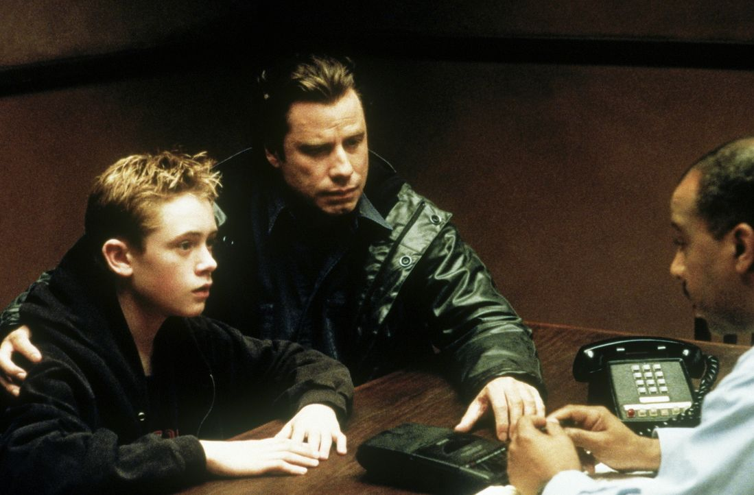 Als Danny (Matthew O'Leary, l.) seinem Vater Frank (John Travolta, M.) anvertraut, dass sein Stiefvater ein Mörder sein könnte, sieht Frank keinen a... - Bildquelle: Paramount Pictures