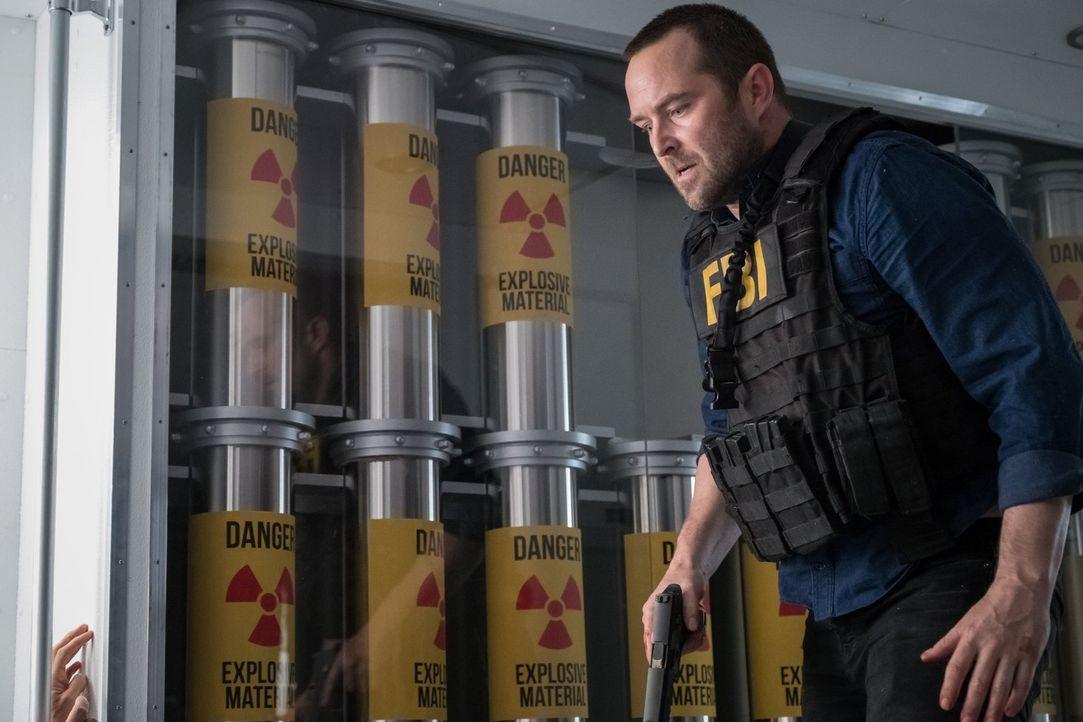 Die Tragödie, in der sich das FBI befindet, lässt auch Kurt (Sullivan Stapleton) nicht kalt ... - Bildquelle: 2016 Warner Brothers