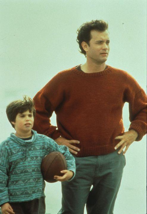 Frau und Mutter gesucht! Sam (Tom Hanks, r.) und sein Sohn Jonah (Ross Malinger, l.) ... - Bildquelle: Columbia TriStar