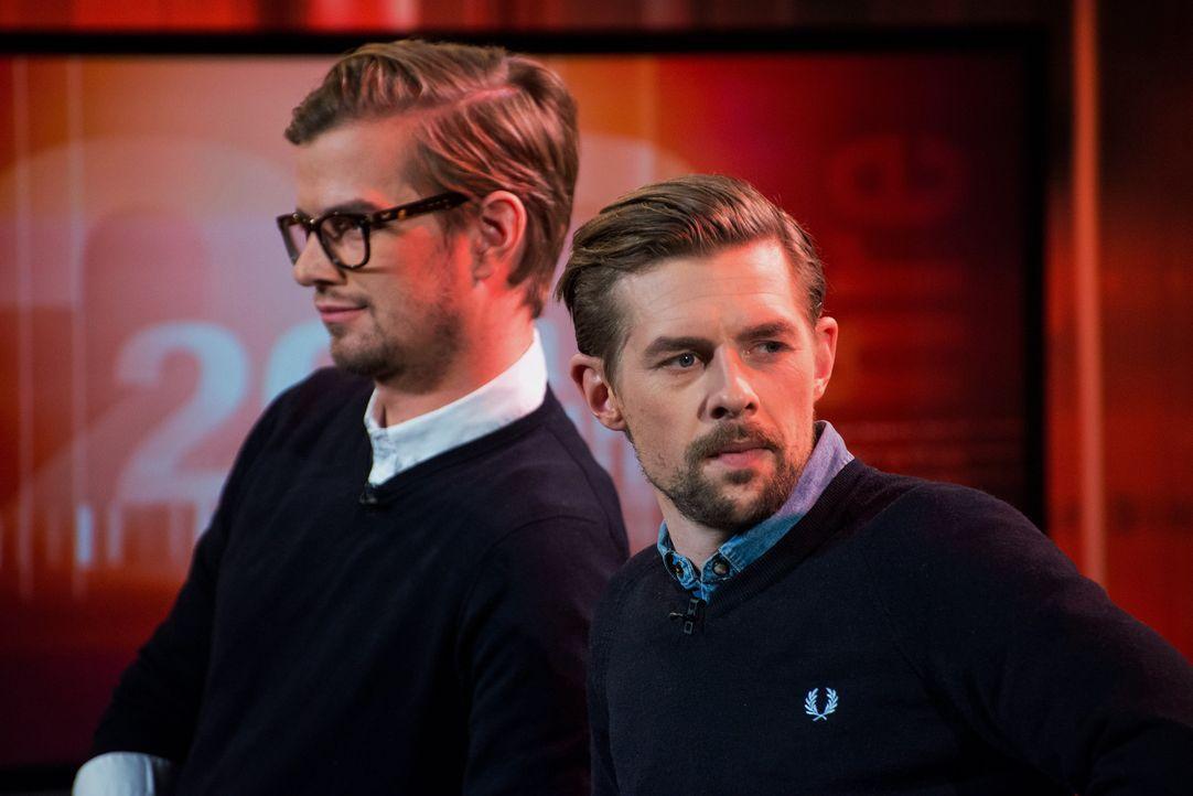 """Joko Winterscheidt (l.) und Klaas Heufer-Umlauf (r.) haben sich für den """"Akte""""-Geburtstag einiges ausgedacht ... - Bildquelle: Oliver Ziebe SAT.1"""