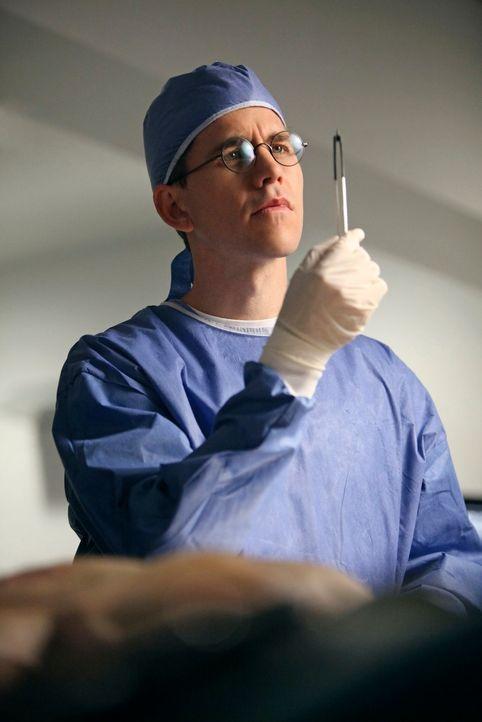 Bei den Ermittlungen in einem neuen Fall: Jimmy (Brian Dietzen) ... - Bildquelle: CBS Television