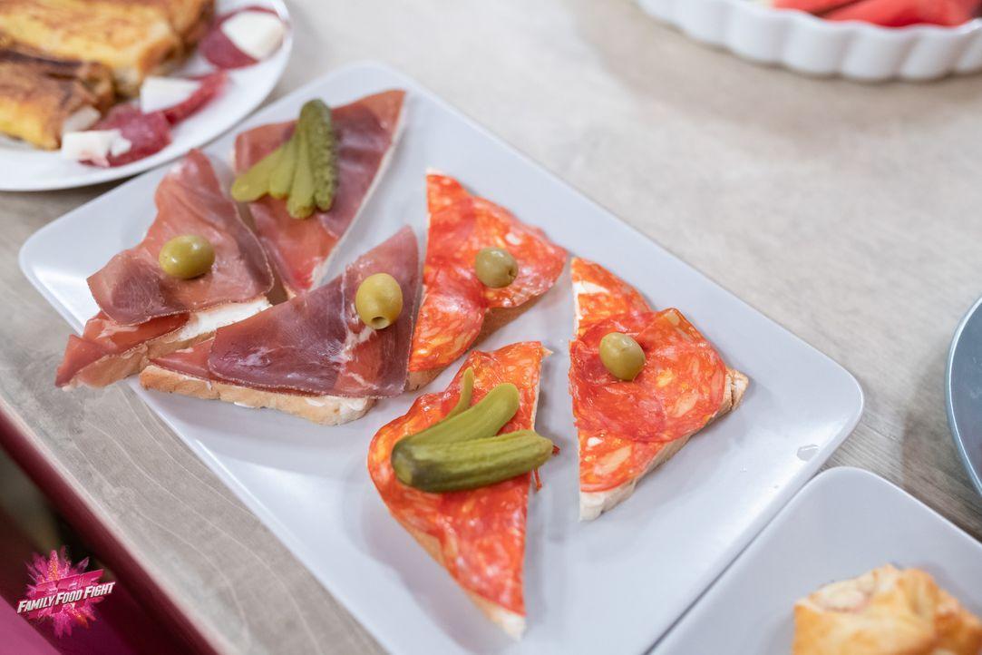 Tartine mit Rohschinken und Salami - Bildquelle: Stefanie Chareonbood