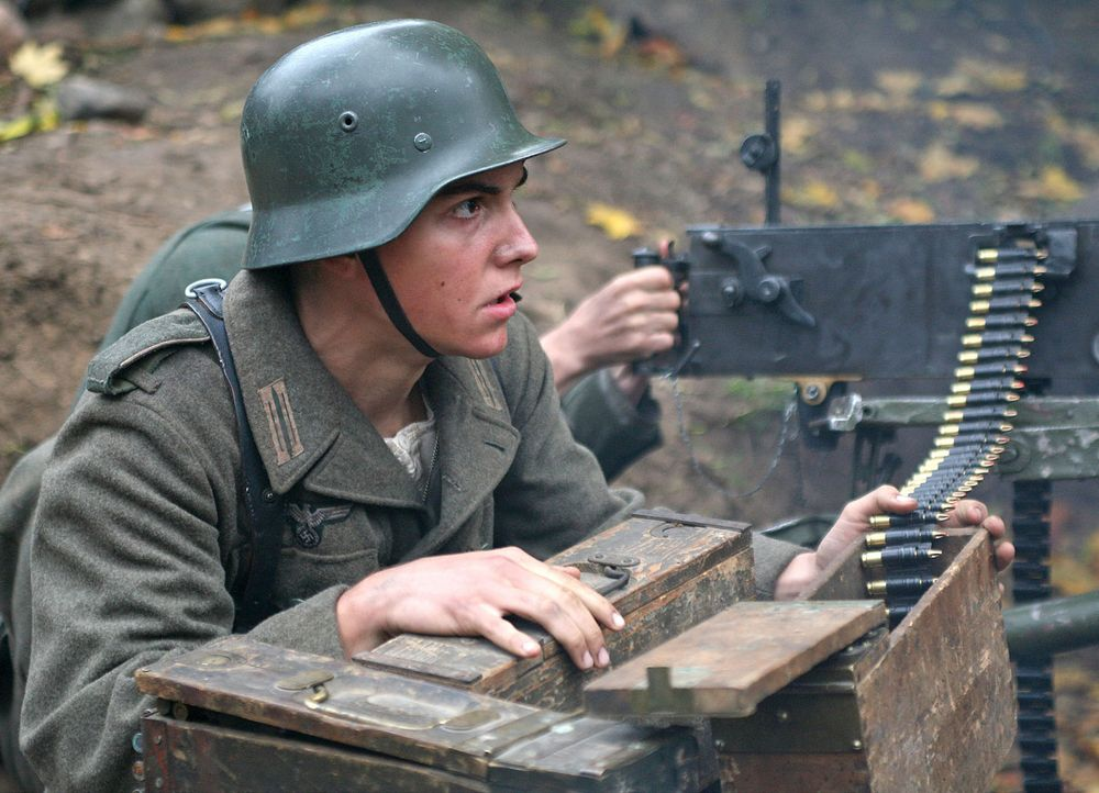 Der erst 16-jährige Schüler Albert Mutz (François Goeske) und sechs weitere Klassenkameraden erhalten in den letzten Kriegstagen des Zweiten Weltkri... - Bildquelle: Boris Guderjahn ProSieben