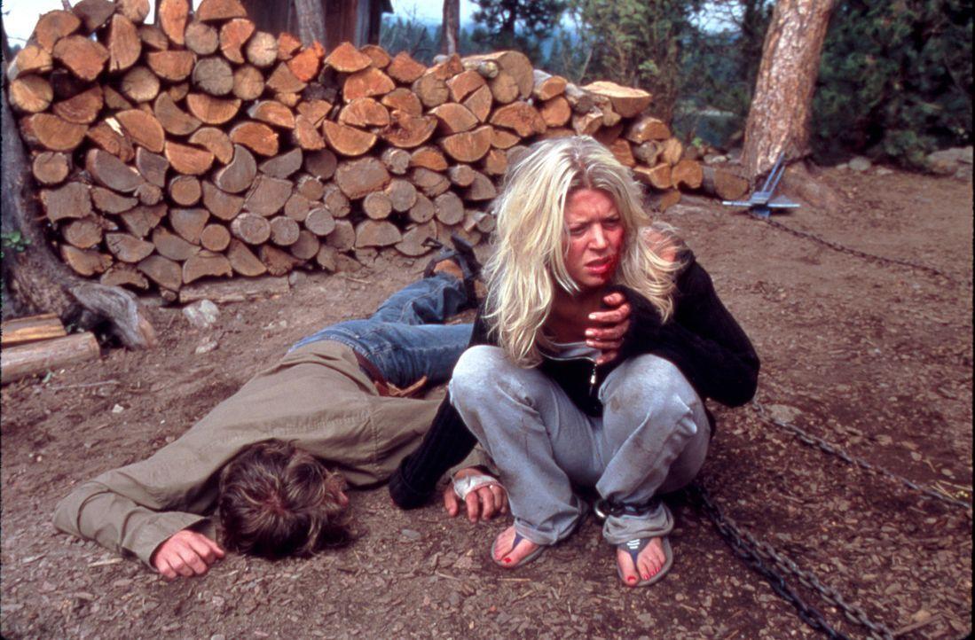Horror im Paradies: Julianne (Tara Reid, r.) und Mitch (Kip Pardue, l.) ... - Bildquelle: Splendid Pictures