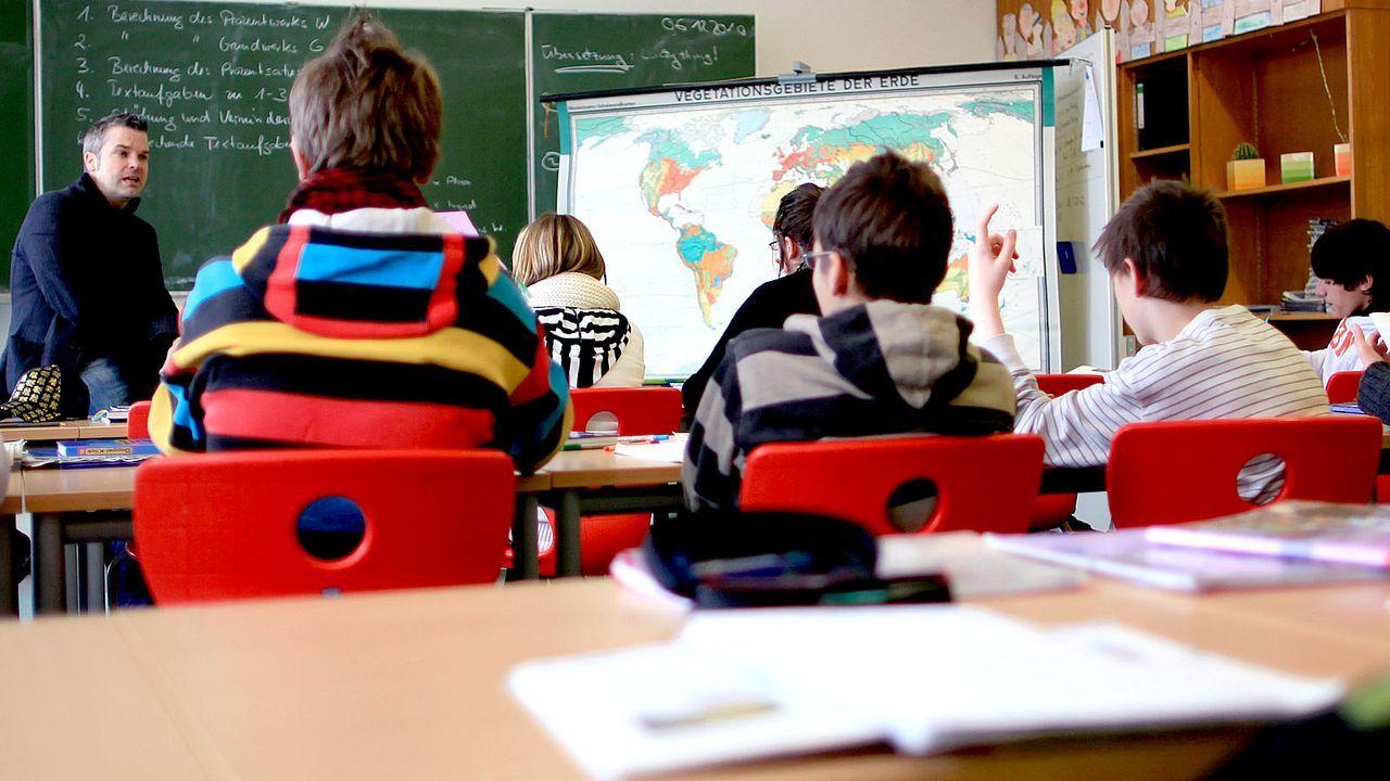Geschichte und Sozialkunde - Bildquelle: dpa