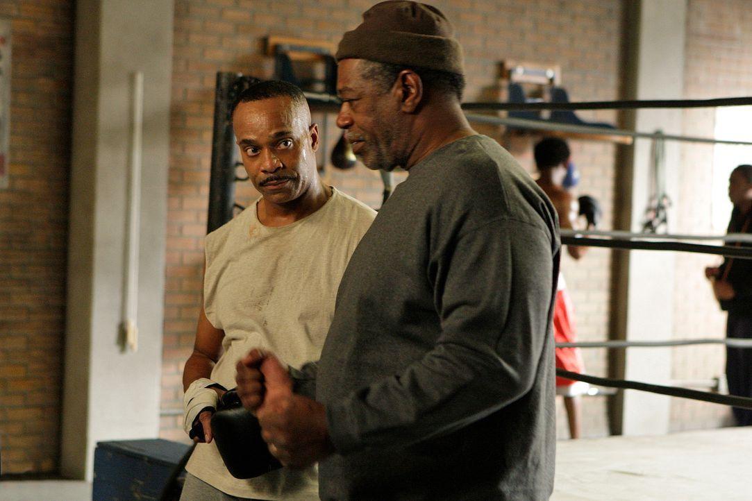 Direktor Vance (Rocky Carroll, l.) bringt von einem Besuch in Washington eine alte Freundin mit. Taras Bruder Tyler war der beste Freund von Vance,... - Bildquelle: CBS Television