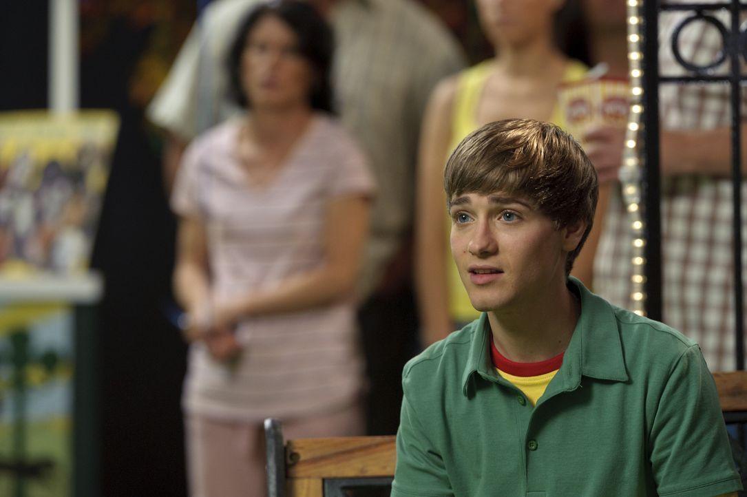 """Bodi Grogan (Travis Turner) ist ein großer Hunde-Fan. Deshalb verbringt er seine Sommerferien bei seinem Großvater und dessen  Hund """"Marley"""". Was... - Bildquelle: 2011 Twentieth Century Fox Film Corporation. All rights reserved."""