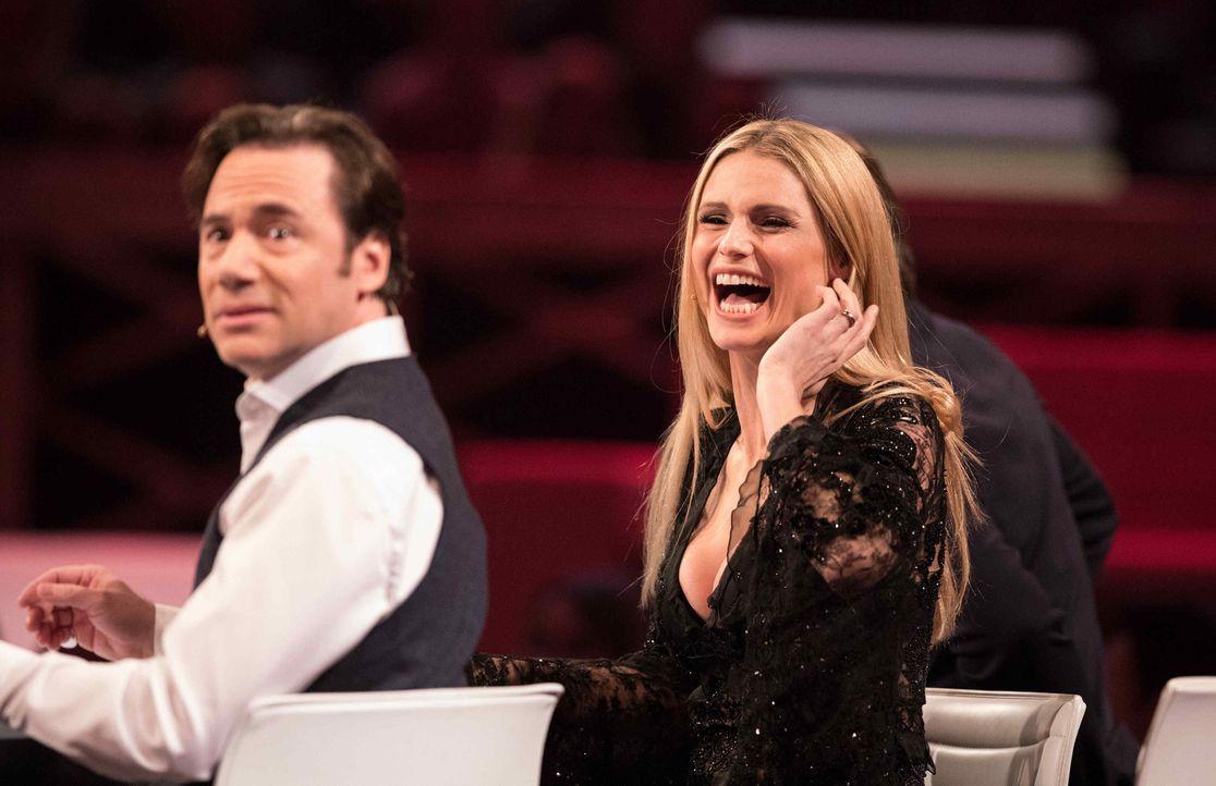 """""""It's Showtime"""": Michelle Hunziker (r.), Michael Bully Herbig (l.) und Sasha suchen die Besten der Besten ... - Bildquelle: Stefan Hobmaier SAT.1"""