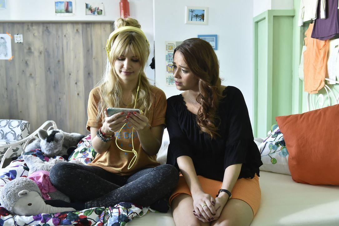 Sally (Laura Osswald, r.) hilft Mila (Susan Sideropoulos, l.) bei der Suche nach dem undurchsichtigen Marko. Keine leichte Aufgabe ... - Bildquelle: Claudius Pflug sixx