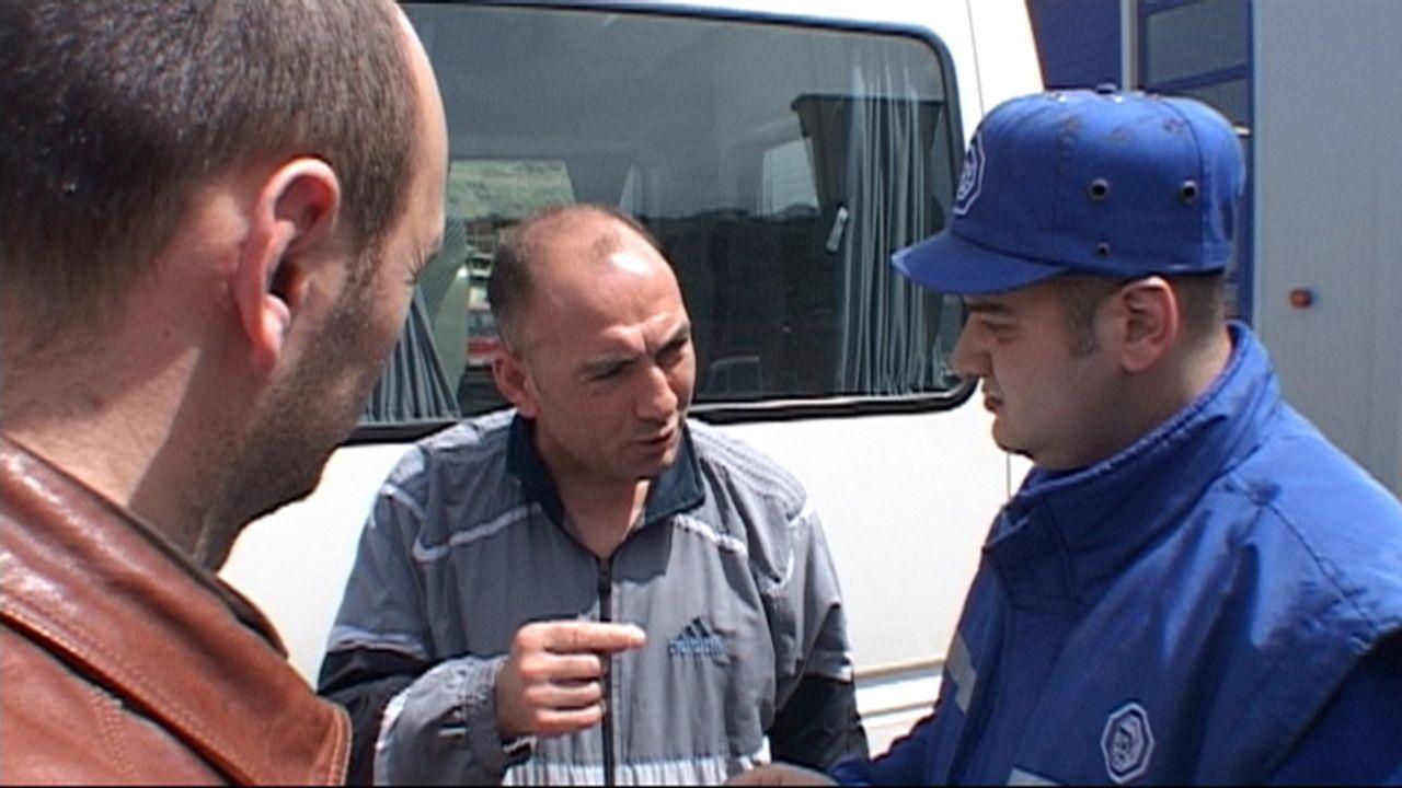 Auch in der Türkei müssen Autos zum TÜV. Seit deutsche Prüfer ihren türkischen Kollegen zur Seite stehen, geht es strenger zu beim Test - und v... - Bildquelle: SAT.1