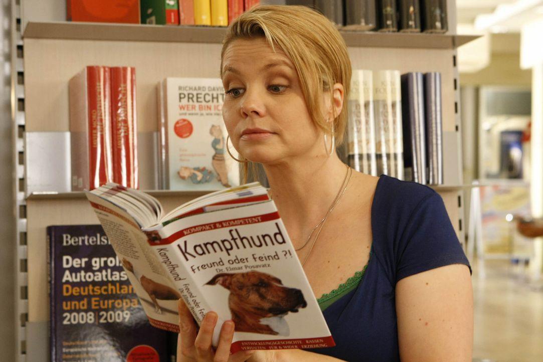 Kämpft mit allen Mitteln für ihre Mandanten: die ungewöhnlichste Rechtsanwältin von Köln Danni Lowinski (Annette Frier) ... - Bildquelle: SAT.1