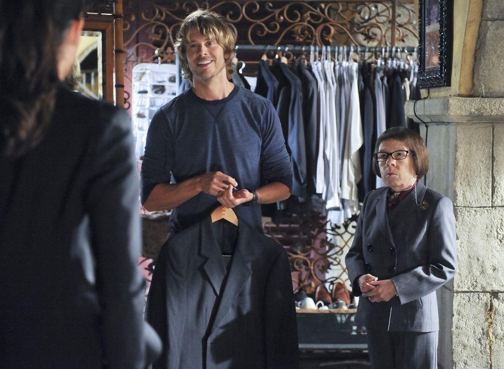 Ein neuer Fall wartet auf Deeks (Eric Christian Olsen, l.) und Hetty (Linda Hunt, r.) ... - Bildquelle: CBS Studios Inc. All Rights Reserved.