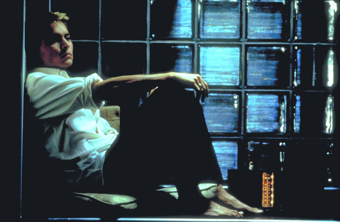 Als Shuttle-Pilot Spencer Armacost (Johnny Depp) zur Erde und zu seiner Frau zurückkehrt, läuft zunächst alles weiter wie gewohnt. Doch schon bald m... - Bildquelle: 1999 New Line Productions, Inc. All Rights Reserved.