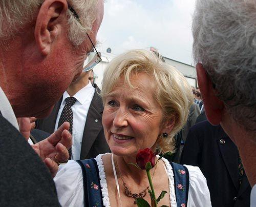 Vor dieser Liste haben alle Promifrauen gezittert!  Auf Platz 44: Karin Stoiber, Ehefrau von «Stotterede» Stoiber    - Bildquelle: getty - AFP