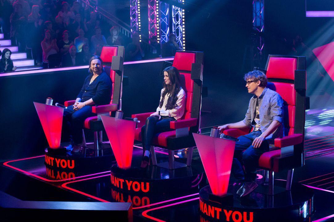 """Die Coaches von """"The Voice Kids"""": Tim Bendzko (r.), Lena Meyer-Landrut (M.) und Henning Wehland (l.) - Bildquelle: Richard Hübner SAT.1"""