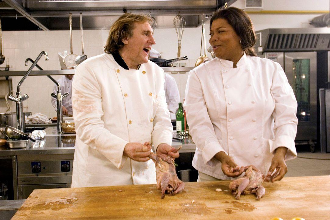 Georgia Byrd (Queen Latifah, r.) last sich von dem preisgekrönten Koch Didier (Gérard Depardieu, l.) in die Geheimnisse der französischen Küche einw... - Bildquelle: 2006 by PARAMOUNT PICTURES. All Rights Reserved.