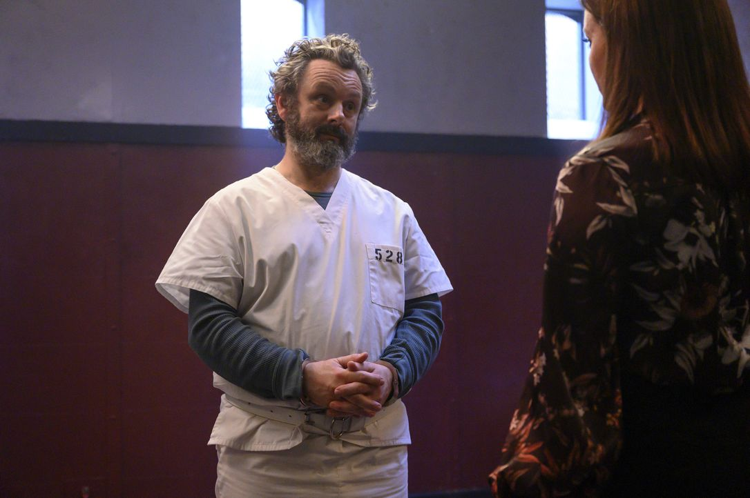 Dr. Martin Whitly (Michael Sheen, l.); Jessica Whitly (Bellamy Young .r.) - Bildquelle: 2020 Warner Bros. Entertainment Inc. All Rights Reserved.