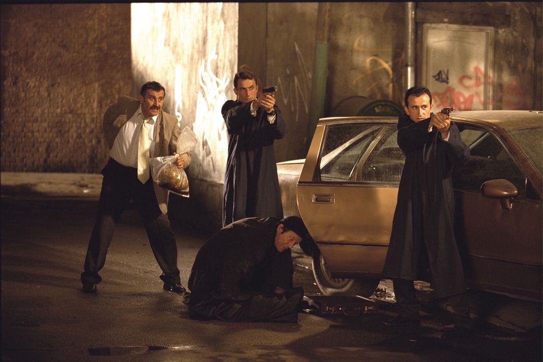 Als der Voyeur Marvin ein mordendes Phantom entdeckt, will ihm zunächst Detective Gary Dumars (John Kapelos, l.) nicht glauben. Bald aber stellt sic... - Bildquelle: Dimension Films
