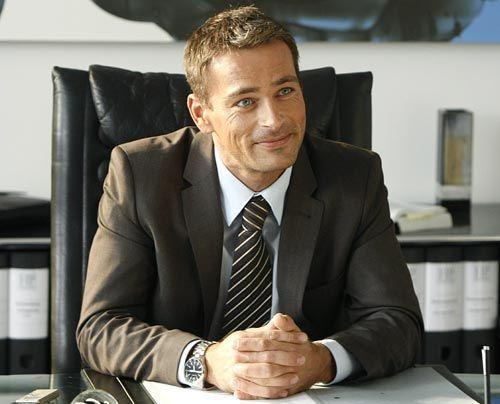 Der attraktive Anwaltskollege Oliver Schmidt (Jan Sosniok) aus der schicken Kanzlei in der 6. Büroetage der Passage, macht Danni das Leben nicht le... - Bildquelle: Frank Dicks - Sat1