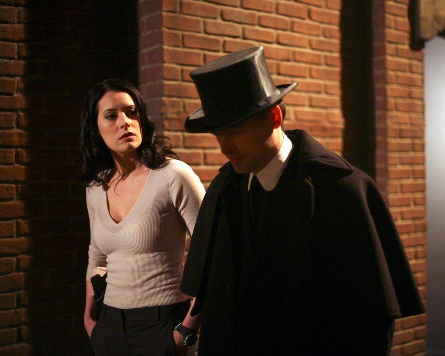 Ist Emily Prentiss (Paget Brewster, l.) dem Serienkiller auf die Schliche gekommen? - Bildquelle: Touchstone Television