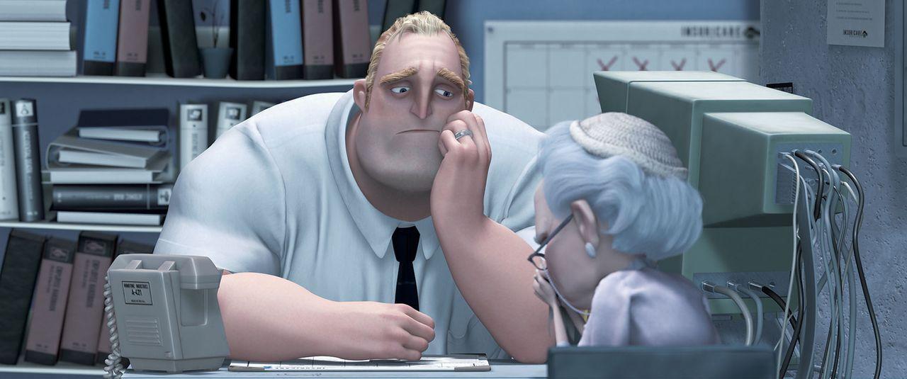 Bob  (l.) fristet sein Zivilleben als Versicherungsangestellter und sehnt sich nach seinen Tagen als Superheld zurück ... - Bildquelle: Disney/Pixar. All rights reserved