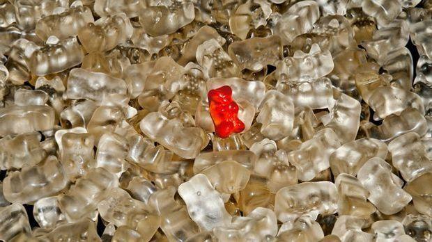 Gelatine ist unter anderem in Gummibärchen. Wenn Sie diese schmelzen, können...