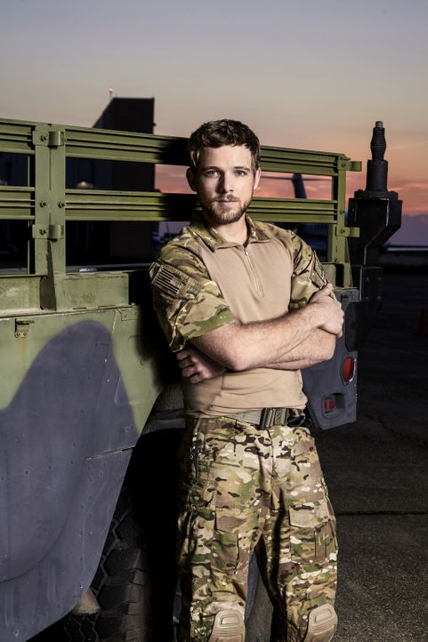 (1. Staffel) - Als Sohn des ehemaligen Navy SEALs Ash Spenser, muss sich der ehrgeizige Clay Spenser (Max Thieriot) beim Training und der Durchführu... - Bildquelle: Cliff Lipson Cliff Lipson/CBS  2017 CBS Broadcasting, Inc. All Rights Reserved