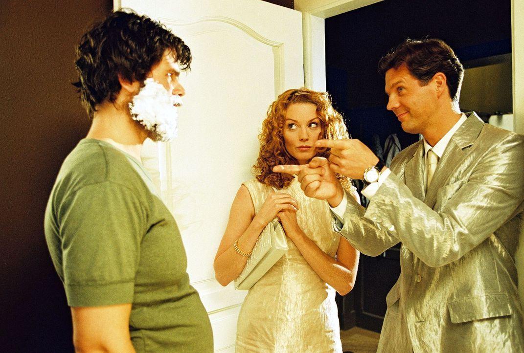Seit ihrem tödlichen Autounfall müssen Daphne (Esther Schweins, M.) und Tom (Thomas Heinze, r.), unsichtbar für Sterbliche, Menschen auf ihrem letzt... - Bildquelle: Sat.1