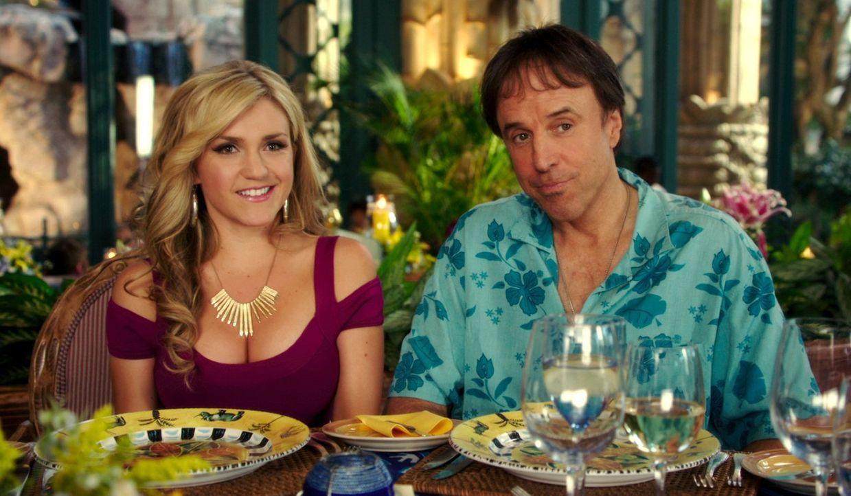 Ein ganz besonderes Paar: Ginger (Jessica Lowe, l.) und Eddy (Kevin Nealon, r.) ... - Bildquelle: Warner Brothers