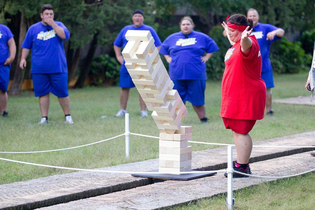 Andrea ist todunglücklich, als sie den Turm zum Einsturz bringt - und damit den Sieg der Frauenmannschaft verhindert ... - Bildquelle: Enrique Cano SAT.1