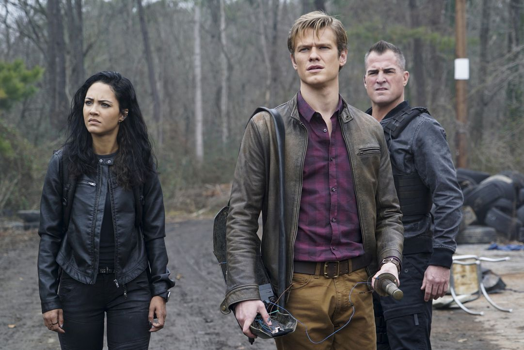 (v.l.n.r.) Riley Davis (Tristin Mays); Angus MacGyver (Lucas Till); Jack Dalton (George Eads) - Bildquelle: Annette Brown Annette Brown/CBS   2018 CBS Broadcasting, Inc. All Rights Reserved.