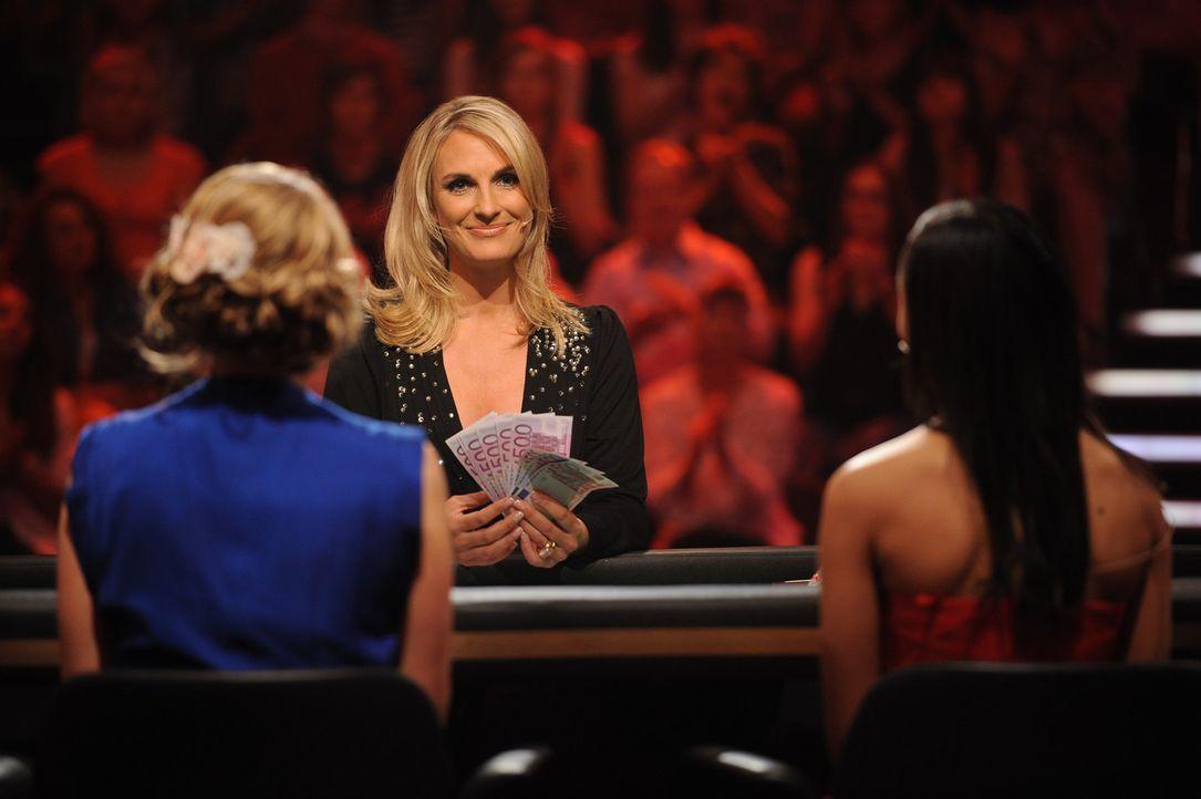 """Britt Hagedorn moderiert die Show """"Mein Mann kann"""" ... - Bildquelle: Willi Weber SAT.1"""
