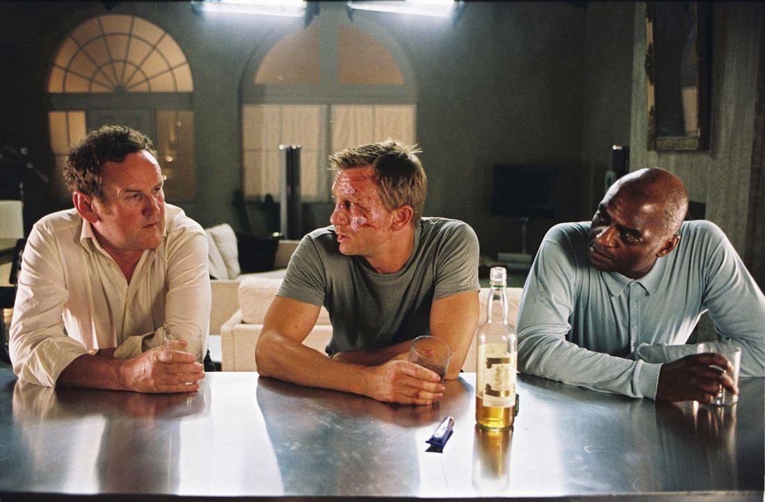 Werden der Namenslose (Daniel Craig, M.) und seine abgebrühten Kollegen (Colm Meaney, l., George Harris, r.) dem Drogengeschäft noch lange erhalten... - Bildquelle: 2004 Columbia Pictures Industries, Inc. All Rights Reserved.