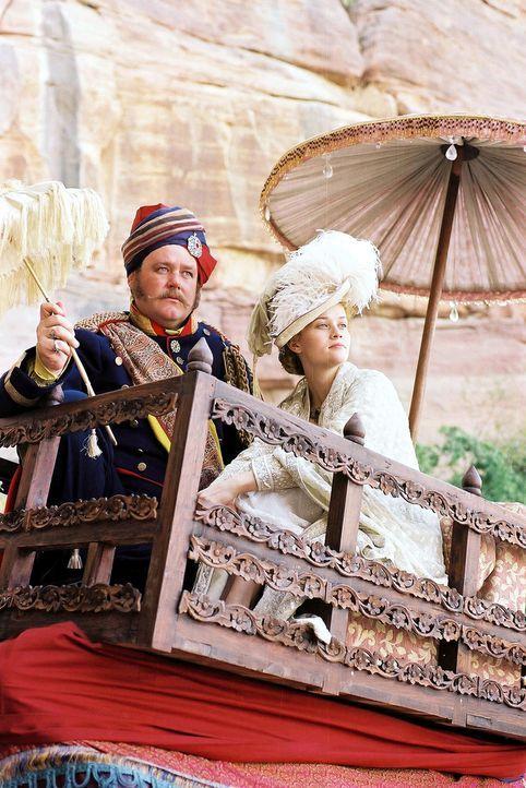 Nachdem alle Bemühungen, ein glamouröses Leben zu führen, fehlgeschlagen sind, erscheint Jahre später Joseph Sedley (Tony Maudsley, l.) und entf... - Bildquelle: Granada Film Productions
