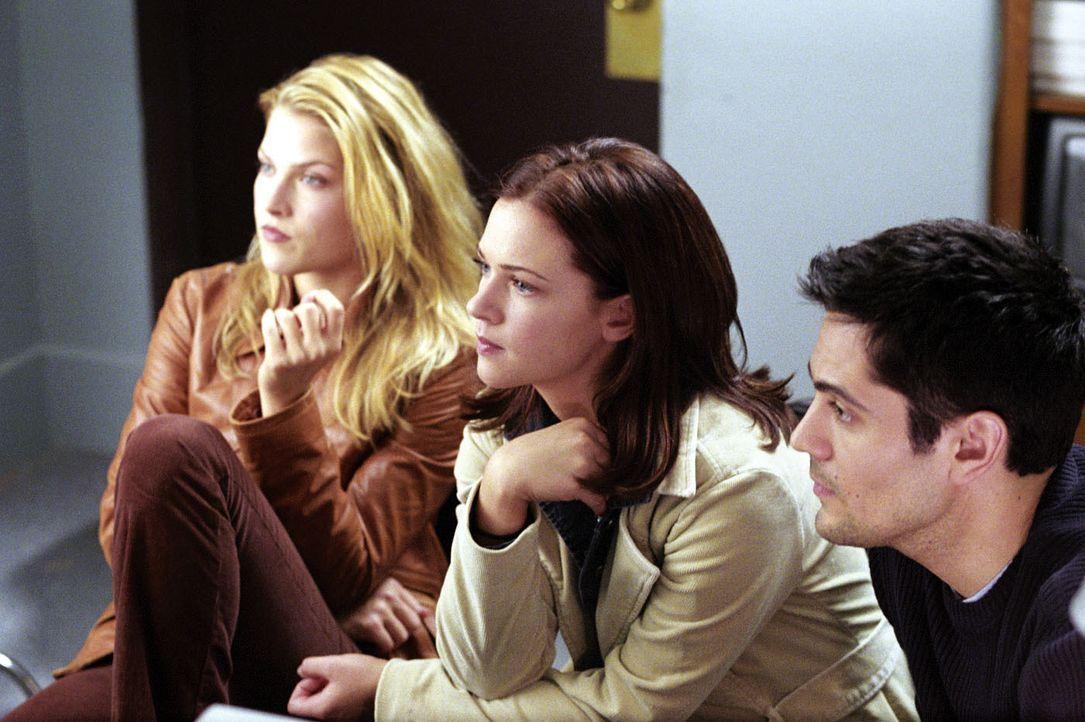 Im Visier des Todes: (v.l.n.r.) Clear (Ali Larter), Kimberly (A. J. Cook) und Thomas (Michael Landes) … - Bildquelle: Warner Bros. Television