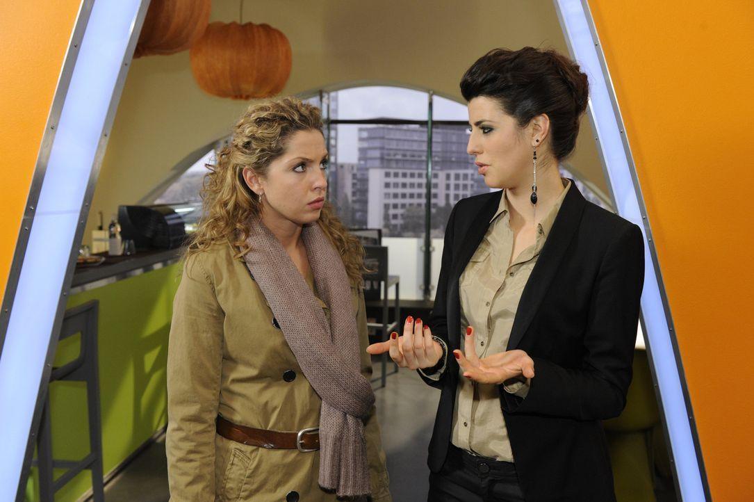 Carla (Sarah Mühlhause, r.) wird klar, dass sie Nina (Maria Wedig, l.) nicht so einfach um den Finger wickeln kann ... - Bildquelle: SAT.1
