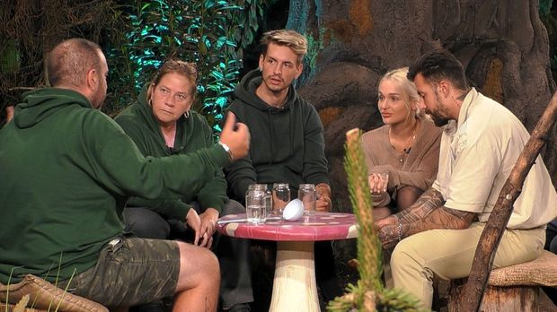 Promi Big Brother - Promi Big Brother - Tag 20: Alle Gegen Emmy Und Big Brothers Große Enthüllung