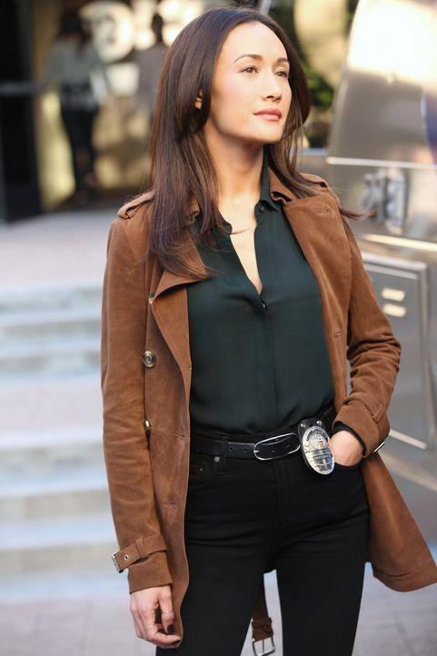 Ahnt nicht, dass Perry, ihr eigener Stalker, weiter Informationen über ihre Vergangenheit sucht: Beth (Maggie Q) ... - Bildquelle: Warner Bros. Entertainment, Inc.