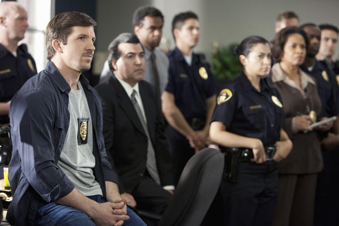 Officer Austin Kent (Dallas Clark, l.) und seine Kollegen machen sich auf die Suche nach dem Studentinnen-Mörder ... - Bildquelle: ABC Studios