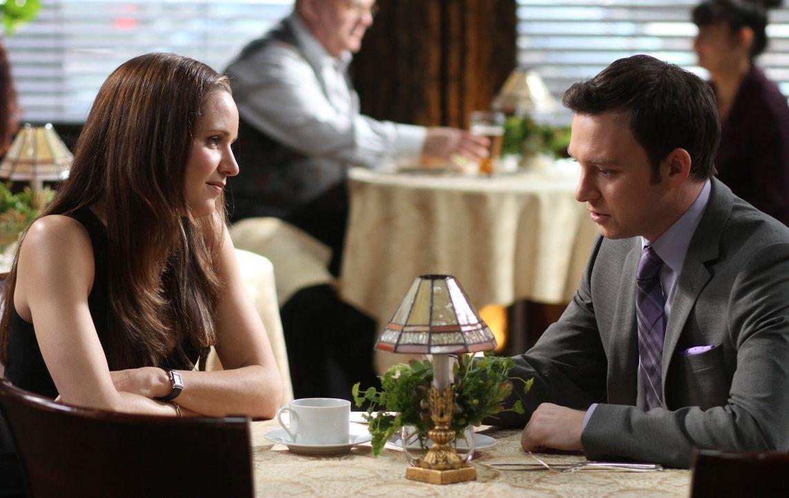 Kann Ex-Freundin Rachael Miller (Jordana Spiro, l.) Adam (Nathan Corddry, r.) helfen? - Bildquelle: Warner Bros. Television