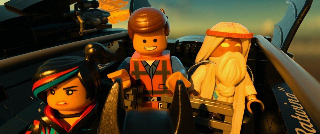 Zusammen mit Freiheitskämpferin Wyldstyle (l.) und Mystiker Vitruvius (r.) begibt sich Emmet (M.) auf eine gefahrvolle Reise, um das Böse zu stoppen... - Bildquelle: 2014 Warner Brothers