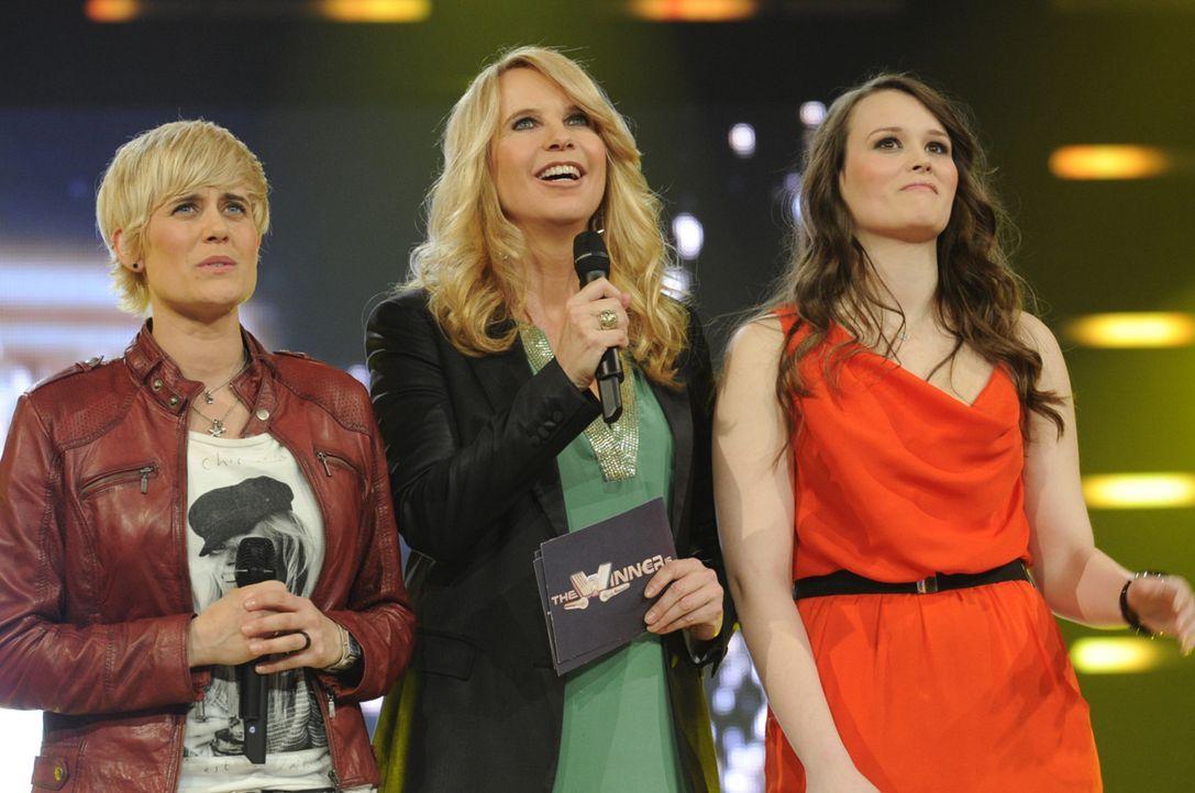 Die Entscheidung naht - wer kommt in die nächste Runde? Linda de Mol (M.), Tina (l.) und Anja B. (r.) können es kaum erwarten ... - Bildquelle: Paul Schirnhofer SAT.1