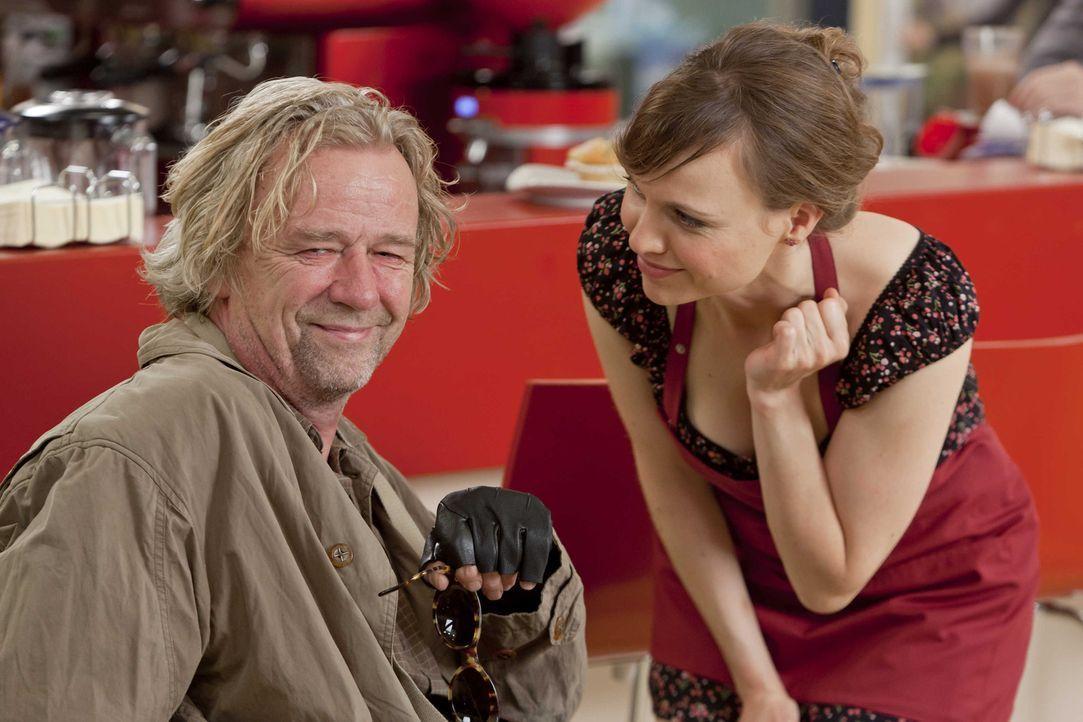 Machen es Danni, nicht immer leicht: Kurt (Axel Siefer, l.) und Bea (Nadja Becker, r.) ... - Bildquelle: SAT.1
