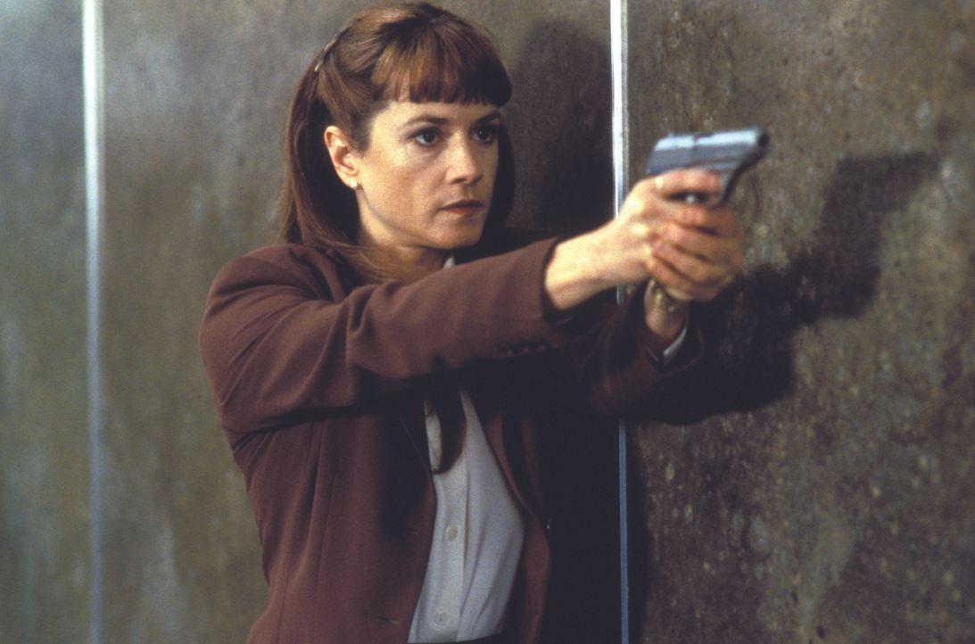Kann M. J. Monahan (Holly Hunter) den brutalen Serienkiller endlich stellen? - Bildquelle: Warner Bros.