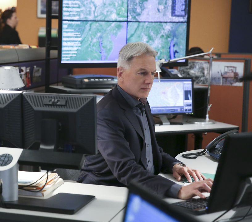 Gibbs (Mark Harmon) und sein Team müssen einen Fall aufklären, bei dem sich zwei Frauen sich gegenseitig beschuldigen, einen Navy Public Affairs Off... - Bildquelle: Cliff Lipson 2016 CBS Broadcasting, Inc. All Rights Reserved