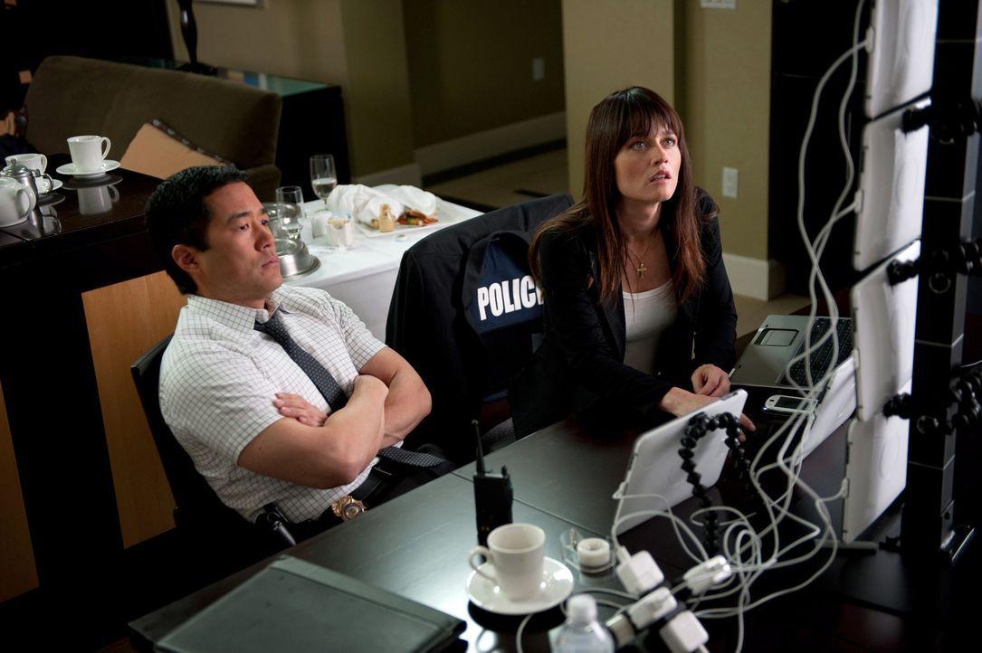 Ermitteln in einem neuen Mordfall: Teresa (Robin Tunney, r.) und Kimball (Tim Kang, l.) ... - Bildquelle: Warner Bros. Television