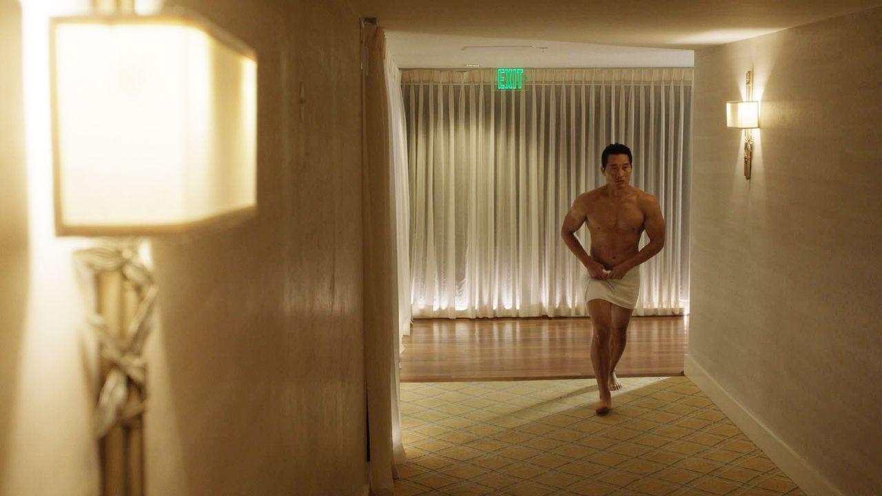 Erlebt einen peinlichen Valentinstag: Chin (Daniel Dae Kim, 2.v.r.) ... - Bildquelle: 2015 CBS Broadcasting, Inc. All Rights Reserved